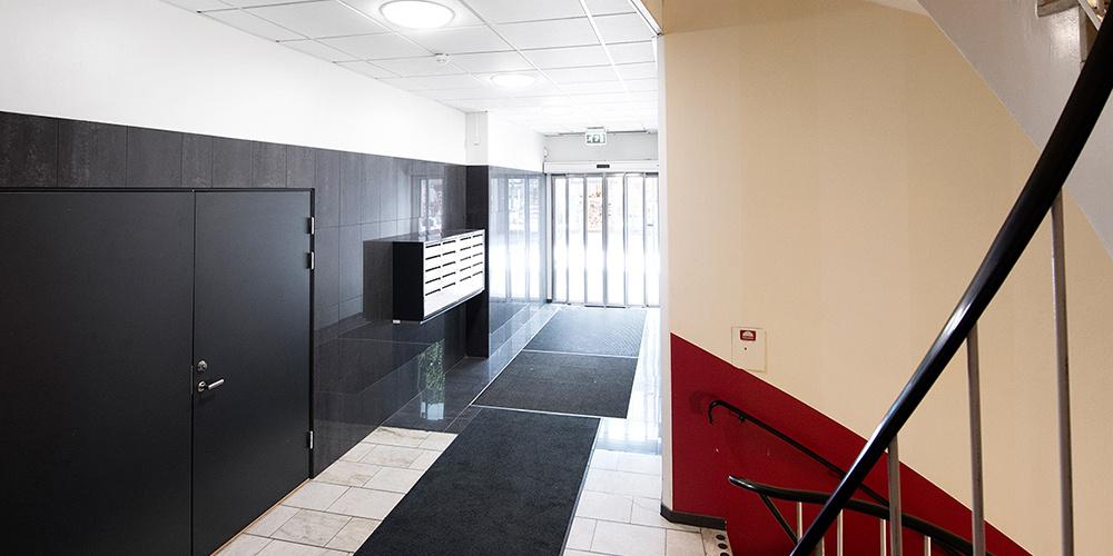 Discovery Evo 5 hallway shot CAROUSEL